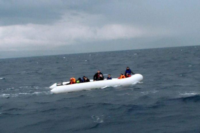 Kuşadası Körfezi'nde 19 Suriyeli göçmen yakalandı