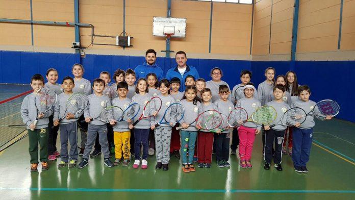 Minik tenisçilerden heyecan dolu turnuva